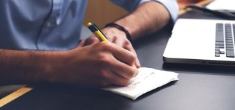 仕事で英語を使う人は知っている効果的な英語リスニングの方法